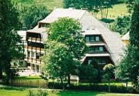 Overnachtiongsprijzen: Eénpersoonskamers tot driepersoonskamers, volgens categorie  36 - 60 €